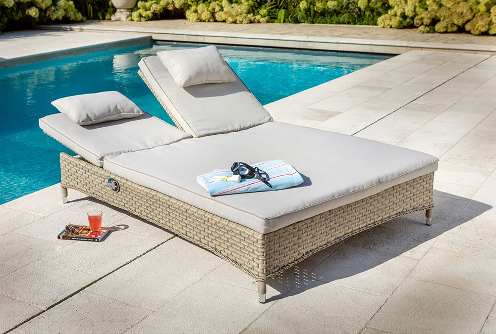 Heritage Double Lounger With Cushion