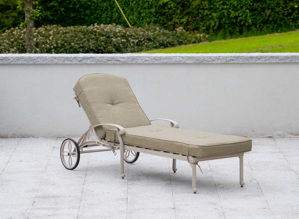 Amalfi Lounger & Cushion